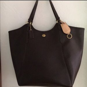 NEW COACH LEATHER TOTE